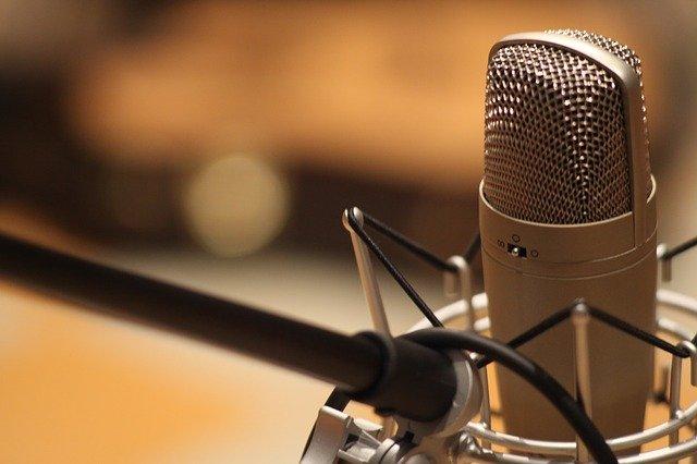 mikrofon ve studiu